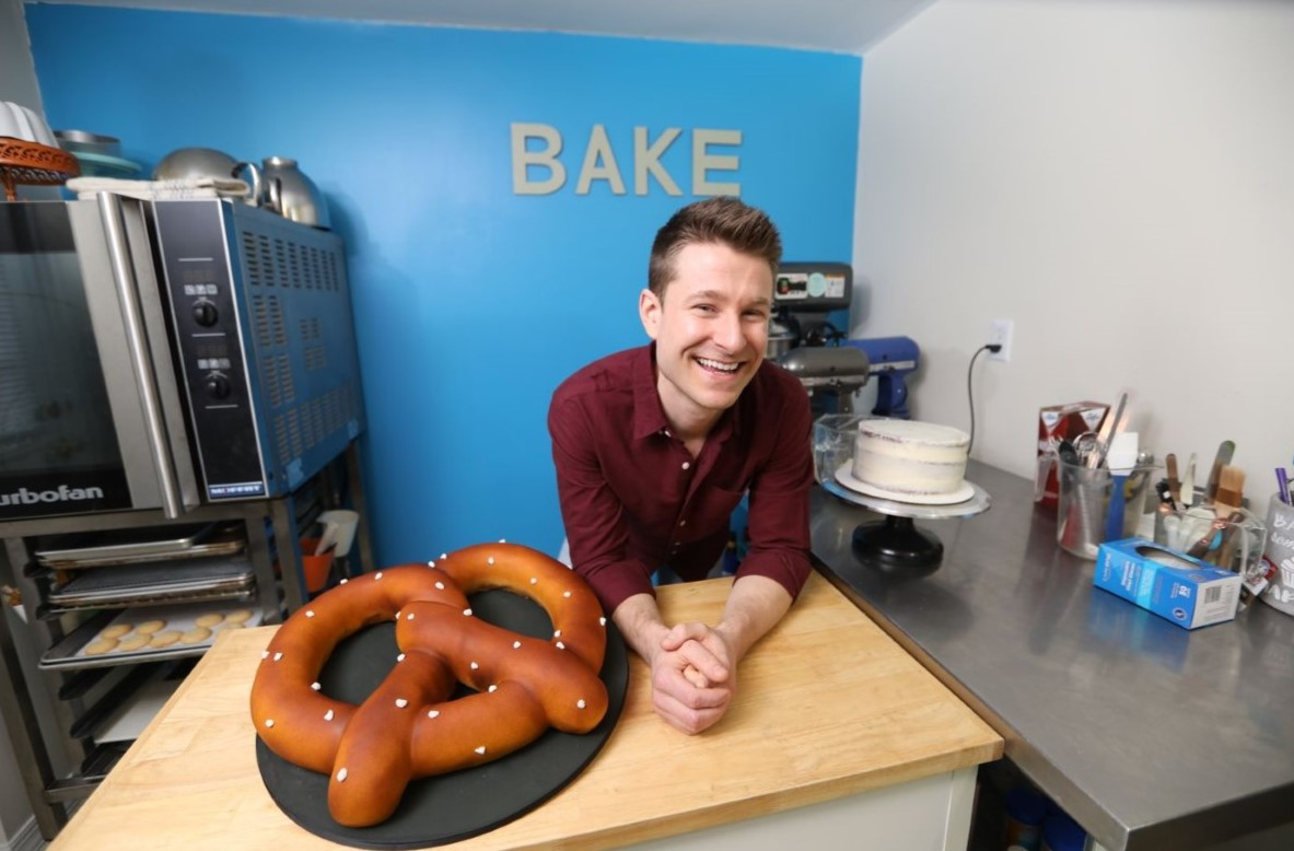 Cakes Made in Havertown Man's Modest Kitchen Wow Food Network Viewers