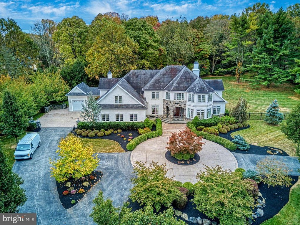 Malvern Bank House of the Week: Colonial Blends Beauty of Nature with Modern Luxury in Chadds Ford