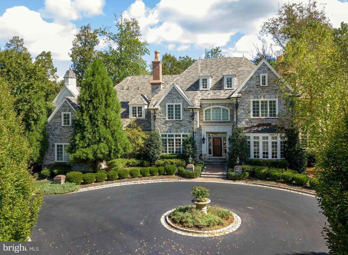 Malvern Bank House of the Week: Stately 6 Bedroom Colonial in Newtown Square
