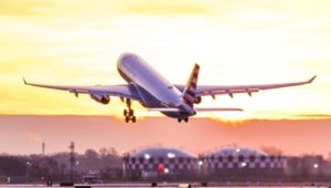 An airplane lifting off from the Philadelphia Airport, one of the cheapest airports for international travel.